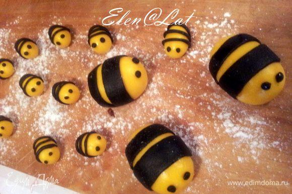 Оживим наших пчелок. Сделаем из черной мастики глазки. Вот они уже и ожили)))