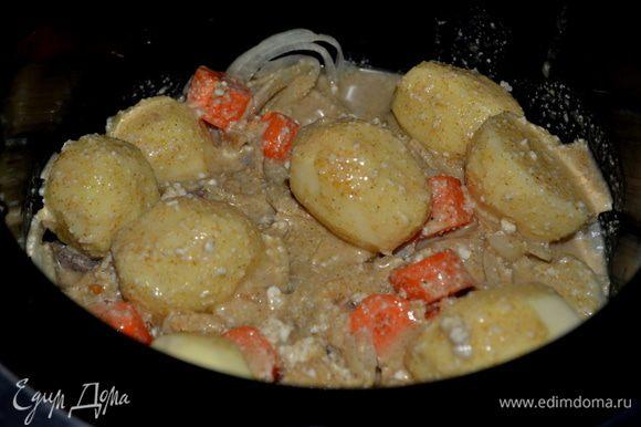 В отдельной миске смешать кокосовое молоко, карри,соевый соус,имбирь,чеснок, кайенский перец. Вылить поверх овощей.Закрыть крышкой и поставить на режим LOW 8 часов или HI 6 часов.