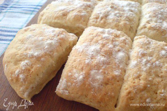 Через 15 минут наши булочки готовы. Подавать на стол лучше теплыми. Приятного аппетита!