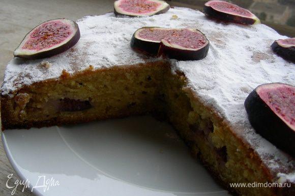 Перед подачей пирог можно присыпать сахарной пудрой и украсить фруктами по вкусу. Приятного аппетита)