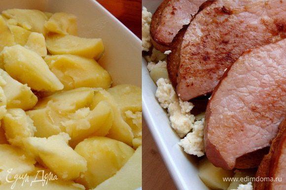 В жаропрочную форму(28х20х6 см) выложить картофель и размять его немного и обсыпать раскрошенным адыгейским сыром. Сверху выложить бутерброды из хлеба и мяса. Залить всё луковым соусом,присыпать натёртым твёрдым сыром. Запекать в духовке при 180*С около 15-20 минут. Приятного аппетита!