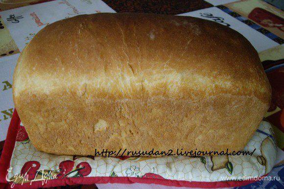 Приготовить опару, дать ей 4 часа брожения при 29 градусах (я ставлю в микроволновку, нагретую с чашкой воды-влажно и тепло) Затем замесить тесто дать брожение 1 ч. 15 мин, обмять, ещё 15-25 мин. брожения. Сформовать хлеб. Расстойка 60мин при 35С.