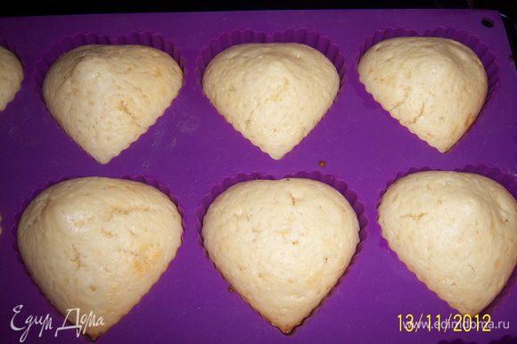 Готовым булочкам дайте постоять в форме 3 мин., затем выньте и дайте остыть.