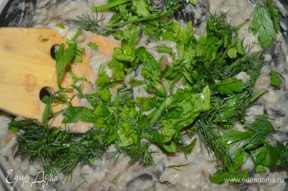 Добавляем зелень, мелко нарубленную, солим и перчим. Как следует перемешиваем! Все, начинка готова.