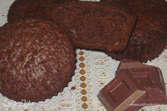 Достать кексы из духовки, дать остыть, аккуратно вынуть из формочек. Приятного аппетита :)