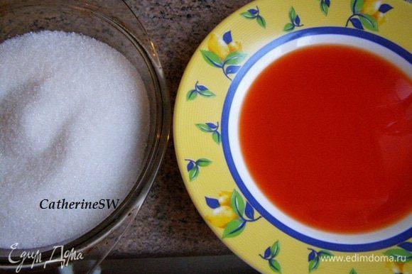 Приготовим 2 миски: одна - с сахаром, другая - с пропиткой.