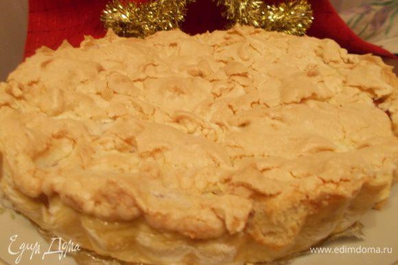 Когда пирог готов,оставляем его в форме ещё на пол часа. Достаем пирог из формы и оставляем его постоять минут на 30 до нарезки:) Очень вкусно!:)