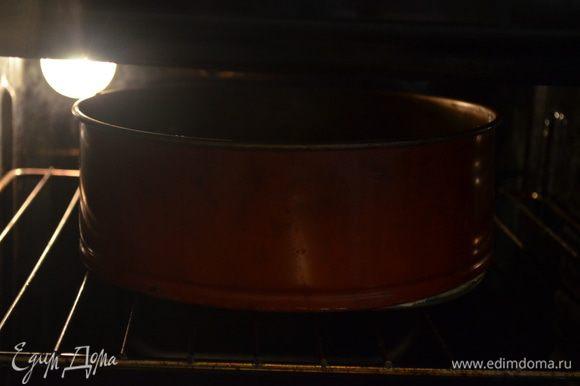 выпекаем 50 минут при 180 гр. Остывший пирог посыпать пудрой и подавать на стол! Всех с наступающим!!!!!!!!!!!!