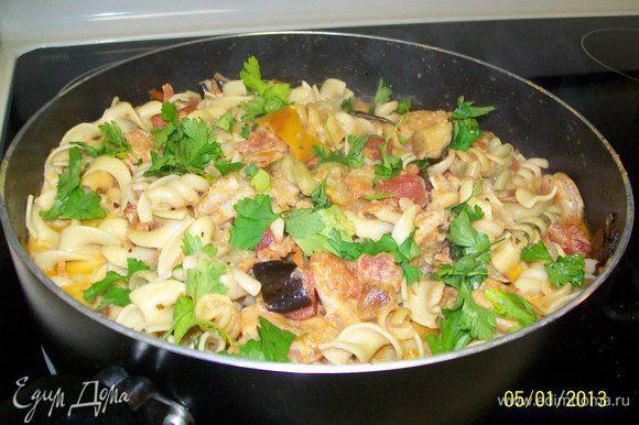 Вуаля...готовое к употреблению блюдо...ещё я подала для желающиа очень мелко натёртый Пармезан...Приятного аппетита