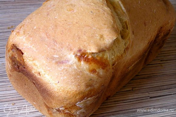 Готовый хлеб вынуть из контейнера, остудить на решетке. Приятного аппетита!