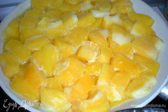 Тыкву почистить и нарезать кубиками.Немного обжарить или потушить на небольшом количестве масла.В конце жарки добавить сахар по вкусу.Количество зависит от сладости тыквы.