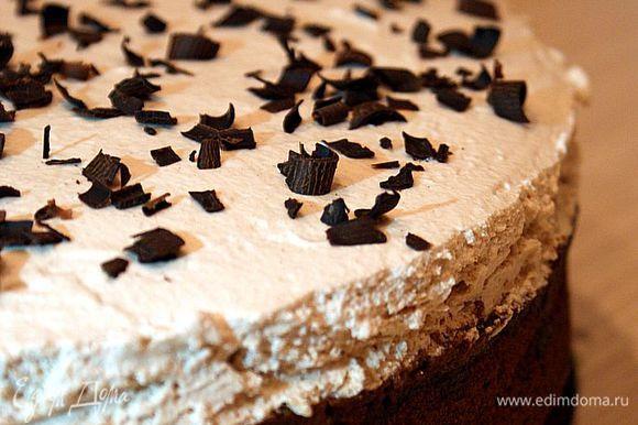 Сверху посыпать тертой шоколадной стружкой или украсить по Вашему желанию. Торт поставить в холодильник на 5-6 часов, а лучше всего на всю ночь.