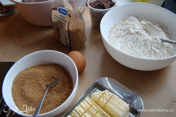 """Корж шоколадного печенья. Разогреть духовку до 175""""С"""