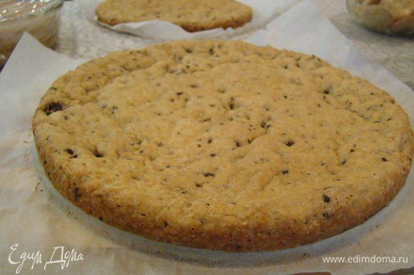 Слой карамельно-шоколадного печенья