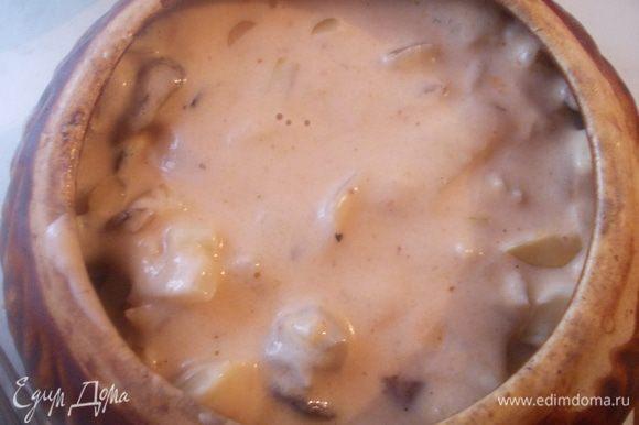 Затем заливаем соусом и ставим в духовку томится при 160-170 С. на часик.