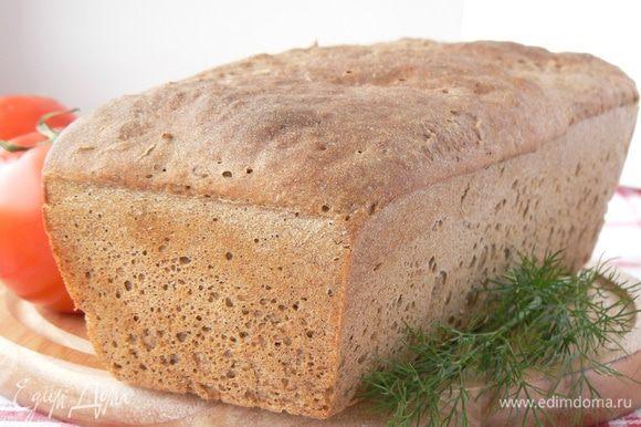 Духовку прогреть до 250 градусов. Выпекать хлеб первые 10 минут с паром . Затем уменьшить температуру до 200 градусов и выпекать хлеб еще 40 минут.