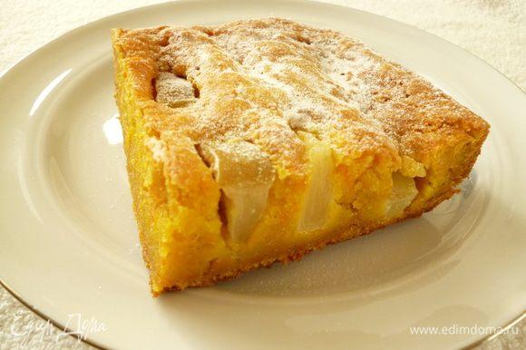 Выпекаем пирог в духовке при 160-170 градусах 45-50 минут до румяной корочки. Готовый пирог оставить в выключенной духовке на 10 минут, затем достать, накрыть полотенцем и дать полностью остыть.Можно посыпать сахарной пудрой. Приятного вам чаепития! p.s. Пирог может слегка осесть после духовки.