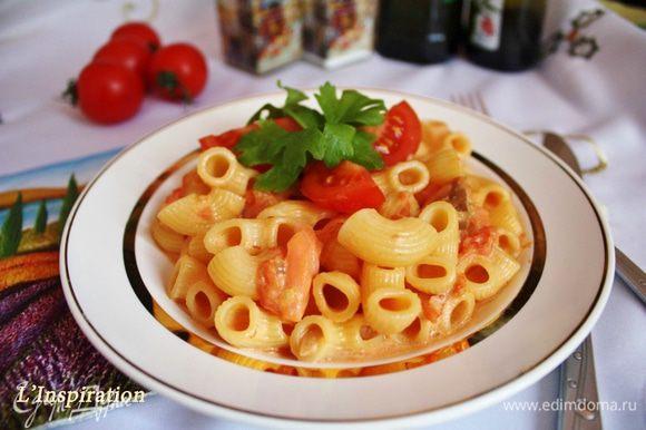 Выложить пасту в соус и перемешать. Приятного аппетита!!!!