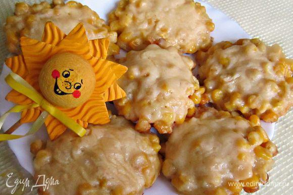 Выкладываем горячие оладушки на блюдо (получается 15 шт.). Побалуйте себя и своих деток такой кукурузной вкусняшкой!