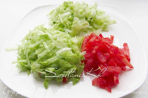 Салат айсберг, огурец и помидор нарезать соломкой или как вам нравится