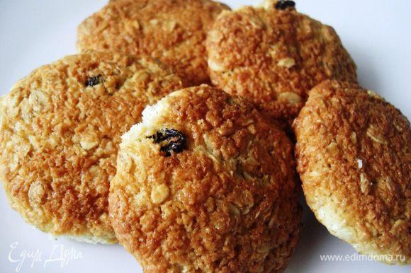 Печенье очень хорошенькое на вкус и без каких-либо шоколадных или других любых добавок… Сверху хрустящее, внутри мягкое:)