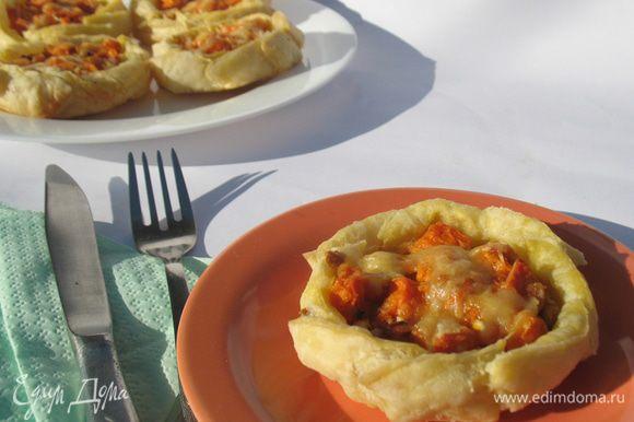 А еще я готовила вот такие пирожки с начинкой из тыквы, брынзы и сыра.