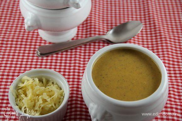 Блендером пюрируем суп. Добавляем лимонный сок и белый перец. Слегка его прогреваем и подаем, например, с крутонами или тертым сыром. Приятного аппетита))