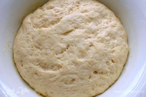 Так выглядело тесто где-то через час.
