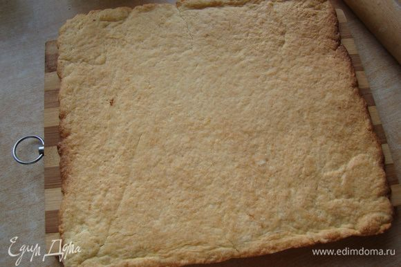 """Раскатываем тесто (лучше квадратной формы), выпекаем 20 минут при 180""""С"""