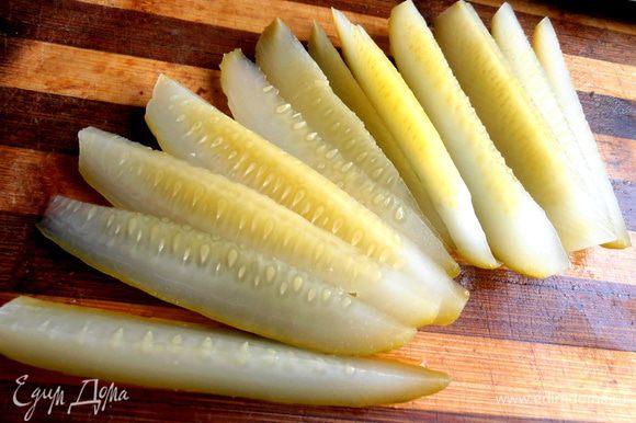 Для пикантности можно заменить часть свежих огурцов на солёные,если есть!
