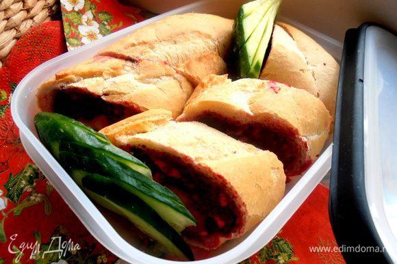 Добавляем зелень или овощи,закрываем и едем на пикник!!!