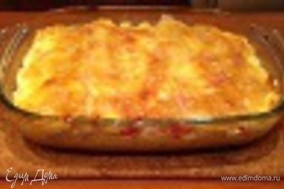 """Сверху в один слой уложить рыбу, затем овощи, накрыть листами для лазаньи. Повторить слои рыбы и овощей (чередуя с листами для лазаньи) еще 1-2 раза. Верхний слой рыбы и овощей накрыть листами для лазаньи. Смазать тонким слоем, майонеза, нежирной сметаной или био-йогуртом. Запекать в духовом шкафу (или в мультиварке, функция """"Запекание"""" или """"Выпечка) при температуре 200 градусов в течение 30-35 минут. За 10 минут до готовности можно сверху посыпать мелко натертым сыром. Приятного аппетита!!!"""