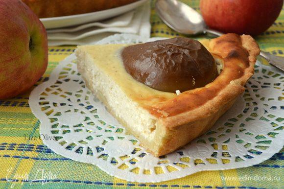 Готовый пирог остудить в форме и подавать. Желательно чтобы у каждого на тарелке был кусочек с грушей