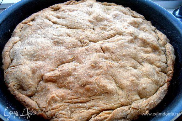 Так как тесто тонкое,а начинка почти готовая,пирог выпекался всего 20 минут при 200*.