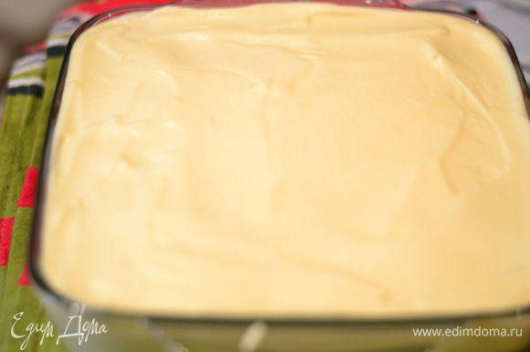 Сверху снова слой крема,накрываем пищевой пленкой и ставим в холодильник на 4-8 часов,а лучше на ночь.