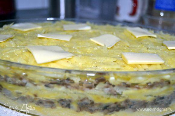 Сверху положить несколько пластинок масла,накрыть фольгой и поставить в разогретую до 200 гр. духовку примерно на час.