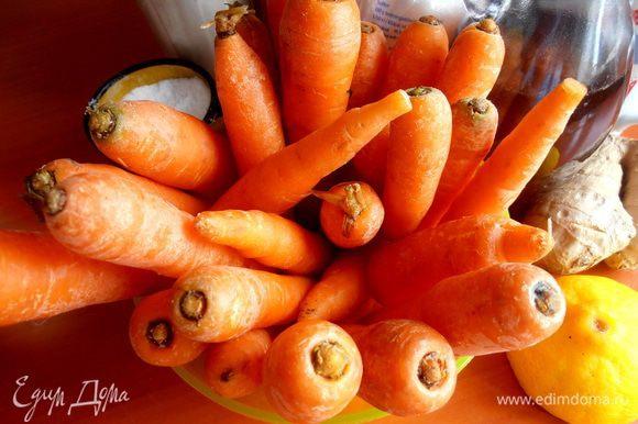Молодую морковку помыть, отрезать кончики... Чистить от кожуры не обязательно)))