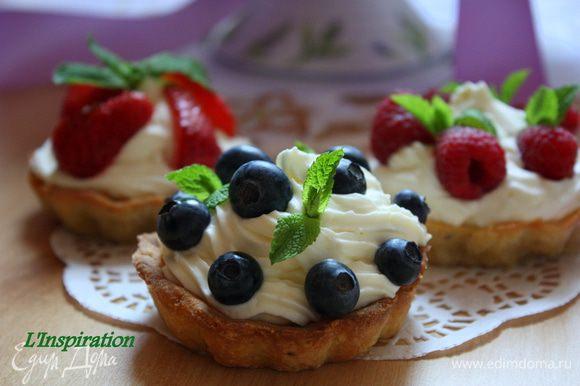 Украшаем ягодами на ваш вкус!!