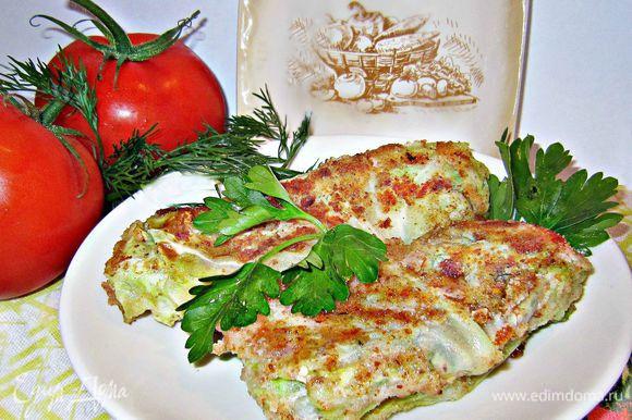 Подаём капустные шницеля горячими, как самостоятельное блюдо или, как гарнир к мясу, рыбе! Приятного вам аппетита!