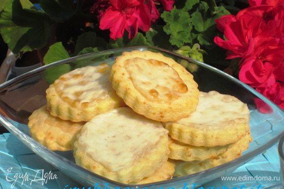 Ещё предлагаю угоститься оочень вкусным сырным печеньем от Лизы Пироговой ПЕЧЕНЬЕ С СЫРОМ http://www.edimdoma.ru/retsepty/55966-pechenie-s-syrom. Лизанька, спасибо тебе ещё раз огромное за рецепт