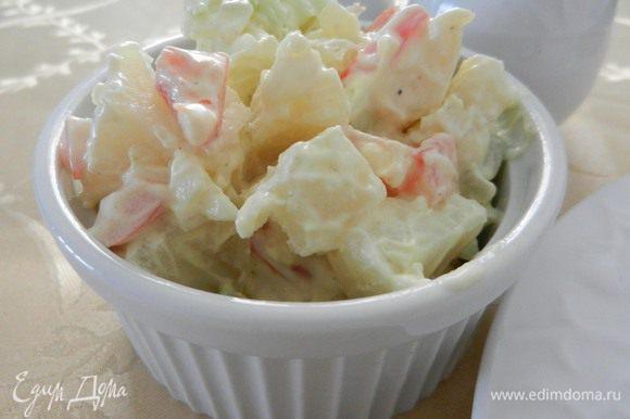 Поставить салат охладиться в холодильник на 6 - 24 часа. Сервировать салат можно на листья салата и по желанию присыпать паприкой. (К сожалению ни того, ни другого у меня не было). Похрустим? ПРИЯТНОГО АППЕТИТА!