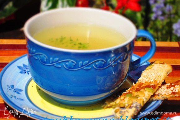 Великолепный консоме от Леночки (Elenissima)http://www.edimdoma.ru/retsepty/52405-konsome-s-krutonami,которое я подавала с вкуснейшими хлебцами от Викули (Ла ванда) http://www.edimdoma.ru/retsepty/52679-hlebtsy-ugolok-frantsii. Oчень всем рекомендую!!!! Девочки, спасибо огромнейшее за прекрасные рецепты