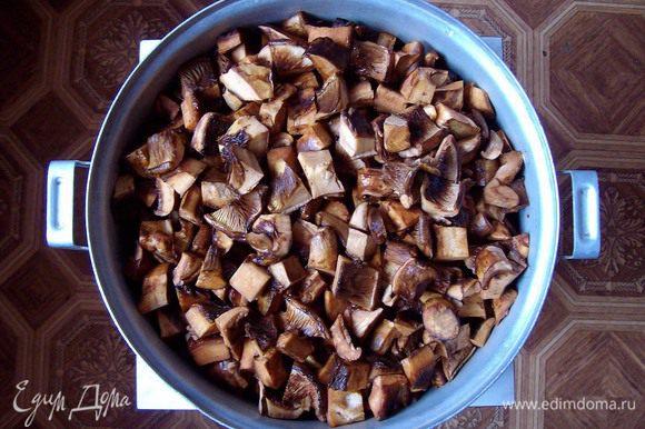 Порезать (я люблю резать кубиками, за исключением совсем маленьких грибов)