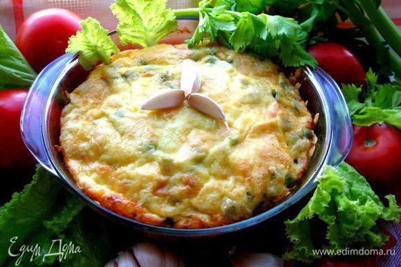 Подаём сразу,пока горячее блюдо,добавив свежие овощи и зелень.