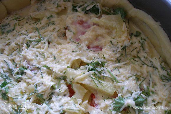 Залить пирог яично-сметанной смесью.И отправить выпекаться в духовку на 25-30 минут,при температуре 200 градусов.