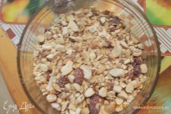 добавить дроблёные орехи