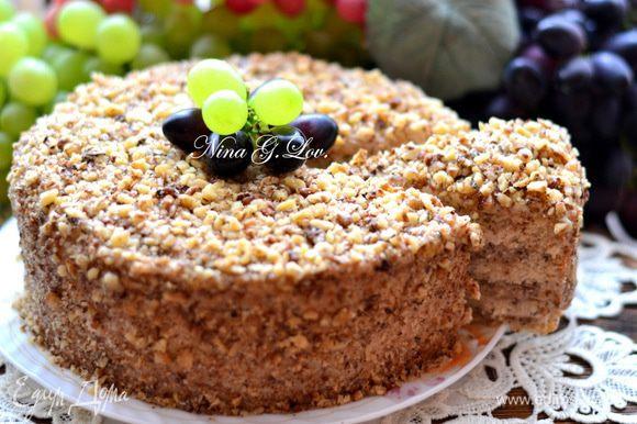 На следующий день вынуть торт из формы, украсить измельченными орешками и подавать к чаю. Ну очень вкусный тортик!