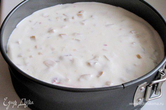Залить все йогуртовой массой и поставить в холодильник на несколько часов (можно на ночь). Торт лучше закрыть пищевой пленкой.