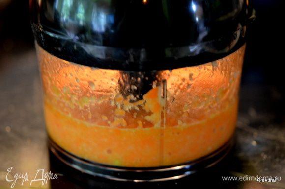 Сложить перечисленные все ингредиенты для соуса в фудпроцессор или блендер и взбить до однородной массы. Соус: 1/2 стак. или 2 сред.моркови натереть на терке, 1/4 часть сред.луковицы, 1/3 стак. апельсиновый сок, 2 стол.л сахар, 4 ч.л рисовый уксус, 1 ч.л имбирь, натереть, 1 стол.л олив. масло.