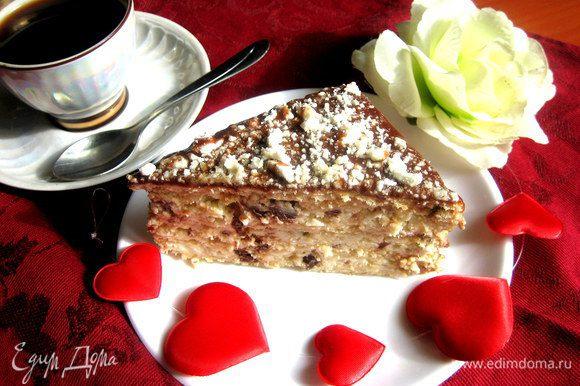 И отрезаем мягкий,пропитанный тортик к утреннему кофе))) Быстро,вкусно и духовку включать не надо!!!